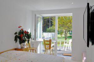 Zimmer mit Wintergarten-Vorbau